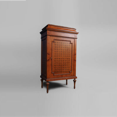 French Marquetry Chest with Natural Veneer Inlay Side