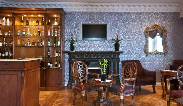 stylish-dining-table