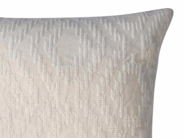 mira-cushion-details