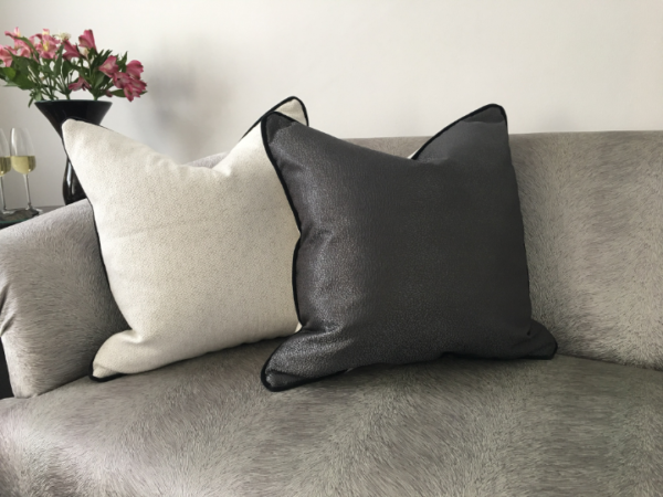 black-and-white-cushion-canvas