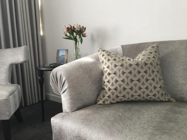 dasy-cushion-canvas