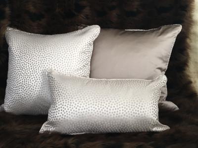 eleonore-cream-cushion
