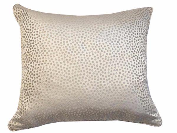 eleonore-cream-cushion-canvas-details