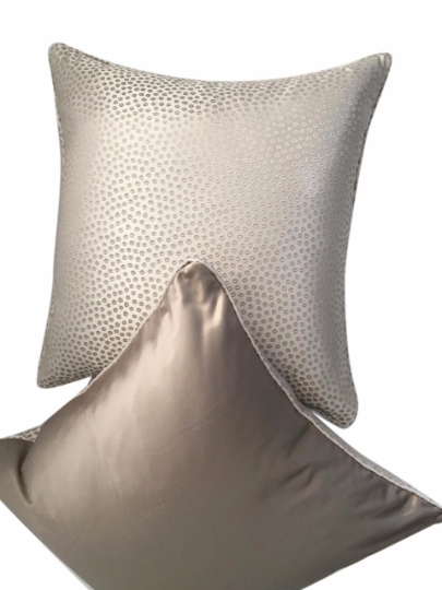 eleonore-cream-cushion-canvas