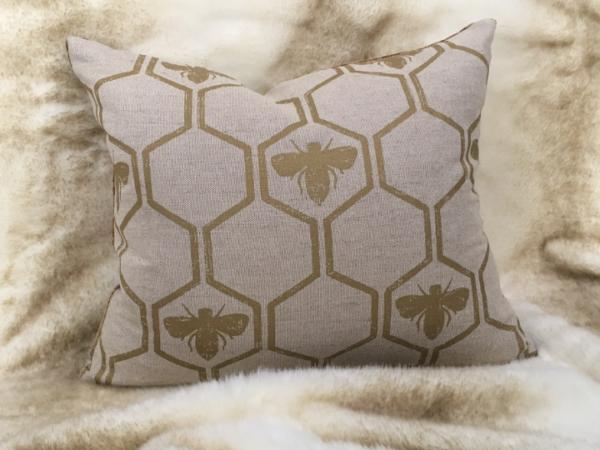 gold-bee-cushion