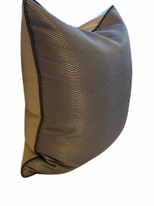 samuel-cushion-details