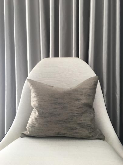 tomas-cushion-canvas