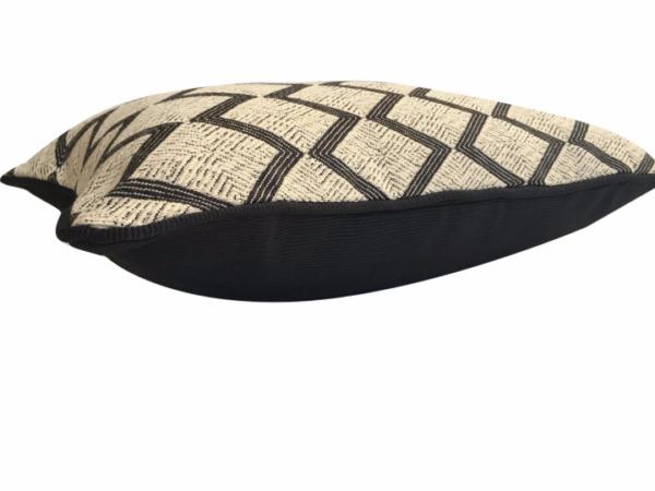 zig-zag-cushion-canvas-details