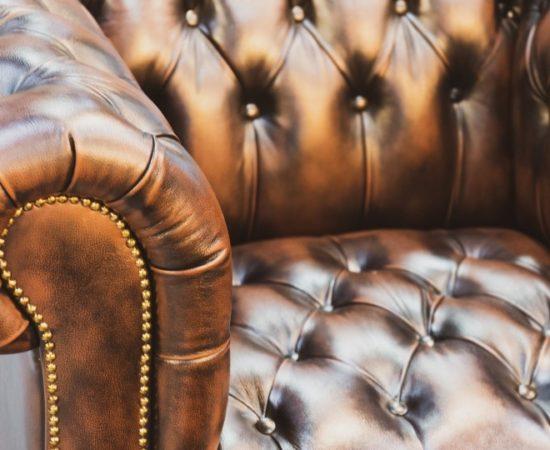 luxurious-leather-classic-vintage-furniture-sofa-in-living-room_t20_eVVLeK